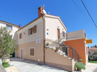 Photo for Comfortable apartment with bedroom, bathroom, kitchen, air conditioning, balcony, barbecue and only 700 meters to the Cape Kamenjak