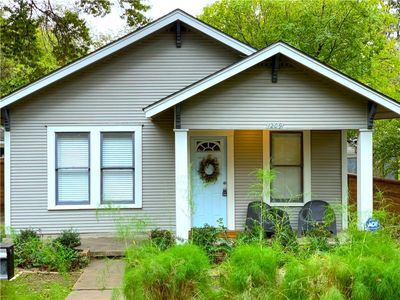 Photo for Downtown Bungalow, Walk to Rainey St & Town Lake!