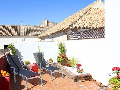 The terrace is south-west faced, therefore with plenty of sun - veoapartment
