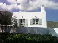 Wonderful Villa quiet and peaceful. It is just a short distance from Fira and Oiu. The only noise