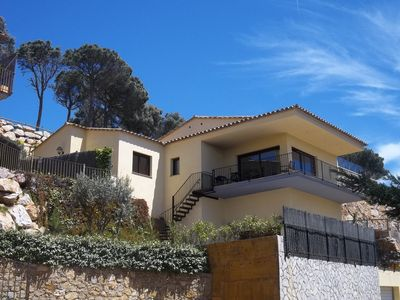 Photo for Luxury 5 Bed, Commanding Sea Views with private pool & garden