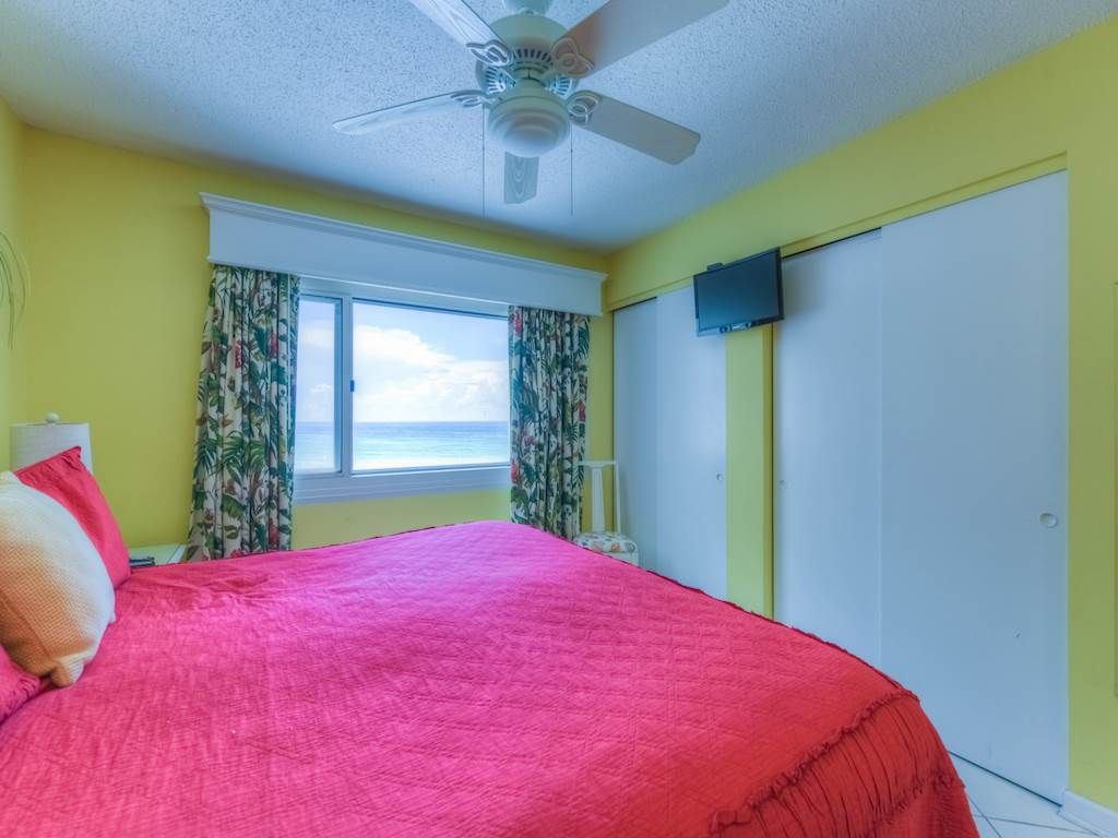 Pinnacle Port B2-507 1 Bedroom 1 Bathroom unit on the beach with coastline view