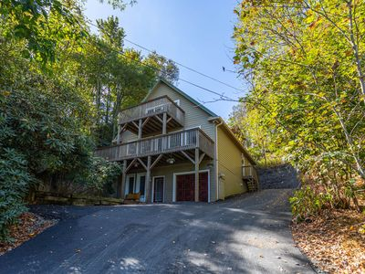 4 Seasons Escape - Pet friendly home between Boone & Blowing Rock with hot tub, game table.