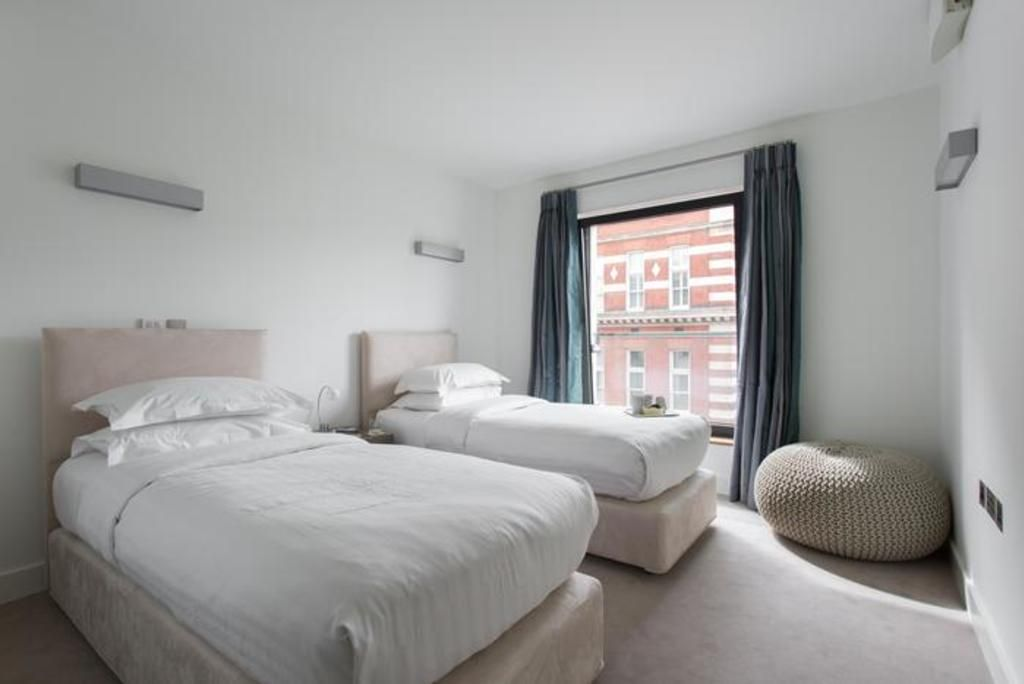 London Home 258, The Ultimate 5 Star Holiday Home in London, England - Studio Villa, Sleeps 5