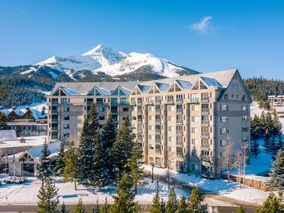 Photo for Mountain view condo with shared hot tub/pool, easy access to the ski slopes!