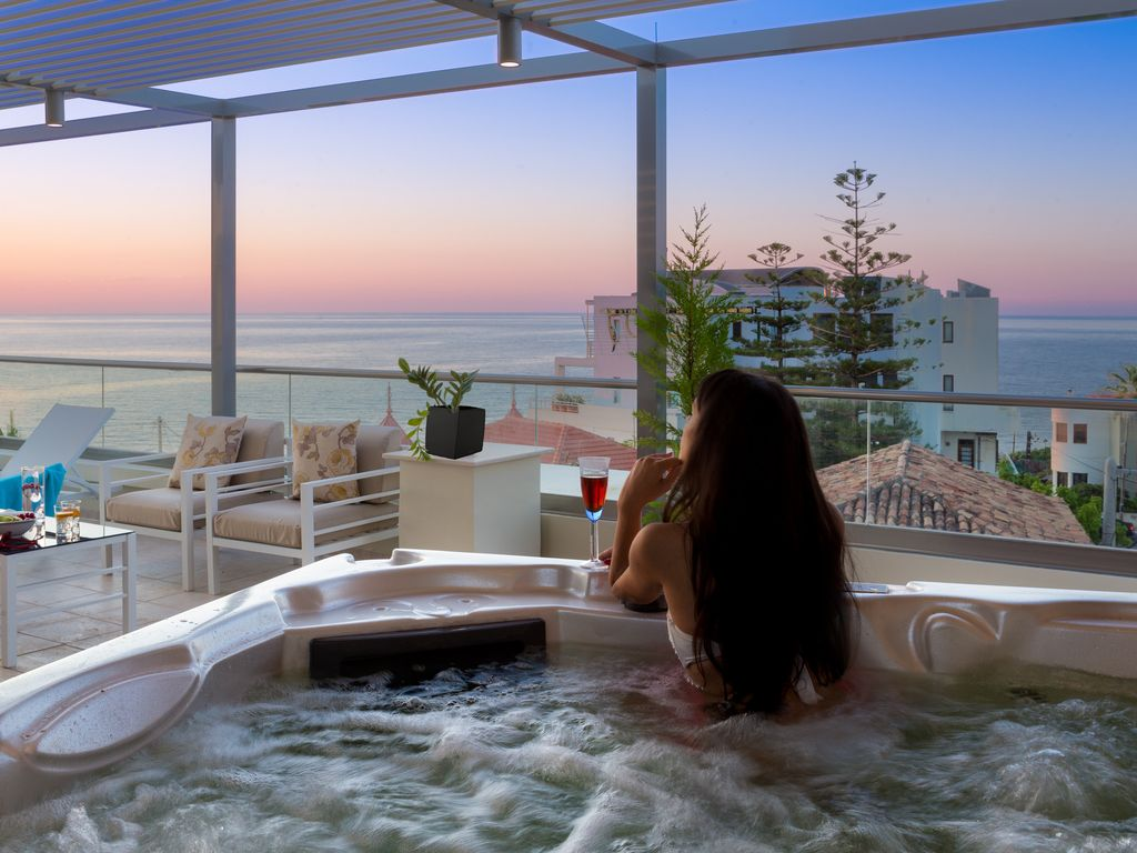 Luxury Apt Family Friendly Rooftop Hot Tub Private Terrace Sea Sunset View