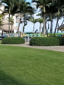 Photo for Beautiful Ground Floor Unit, Steps to the Beach and Pool with Ocean View