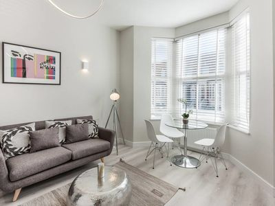 Photo for Stylish and Modern 2 Bed apt in Queens Park