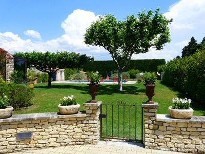 Photo for Beautiful holiday home with pool in Cavaillon en Provence 9 sleeps