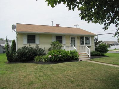 Photo for Fully-Renovated single family home close to beach & town!