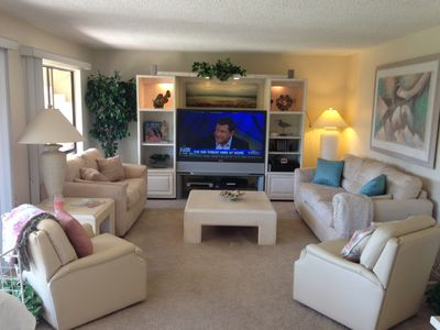 Light, Bright & Comfy with large screen TV and 2 leather recliners.