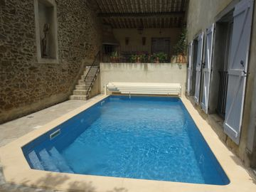 Luxury house, heated pool sleeps 8 airconditioned in typical winegrowing village