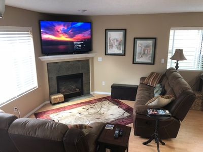 living room, seating for 6