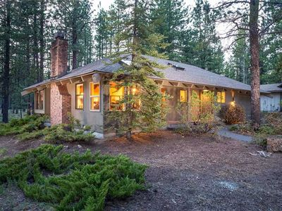 Photo for 1 Quartz - Gorgeous Single Level Home near Fort Rock Park. Large Deck and Common Area.
