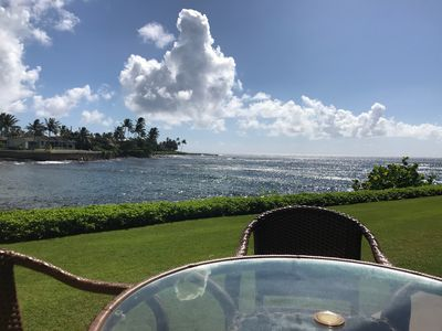 Enjoy all of your meals on the large lanai facing the ocean - simply fabulous!
