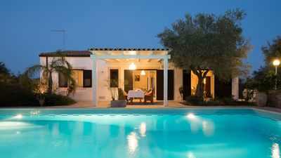 Photo for Villa with swimming pool surrounded by the tranquility of the modican countryside