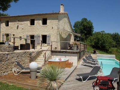 Photo for Charming cottage with heated pool and spa near the Marais Poitevin
