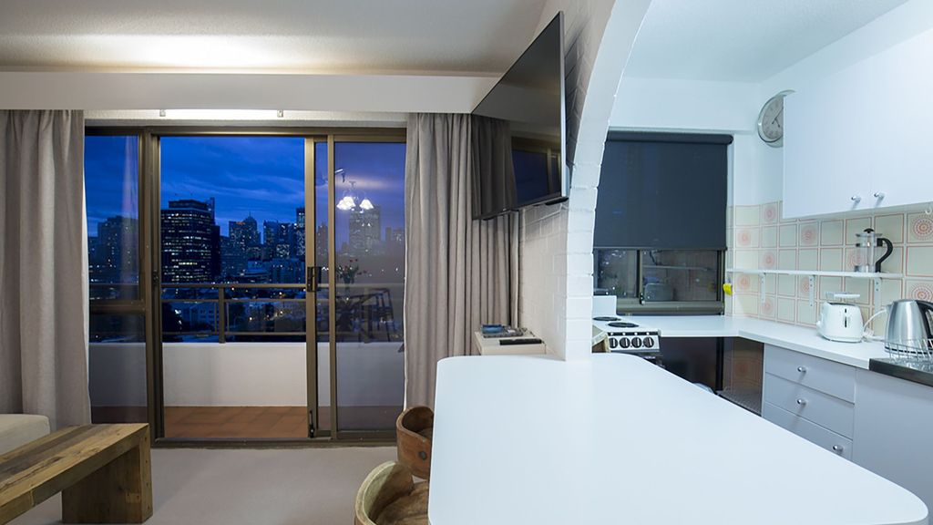 1 BR Parking with Breathtaking Sydney Skyline