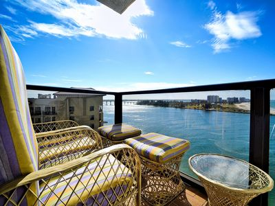 Relax on the balcony.