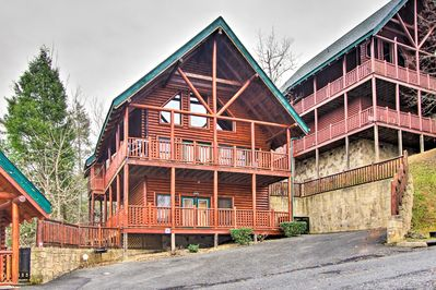 This cabin features 4 bedrooms and 3 bathrooms, perfect for 14 guests.