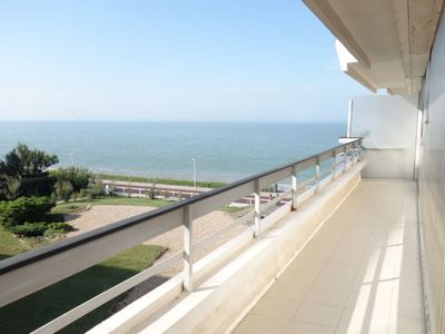 Photo for One bedroom Apartment, sleeps 3 in Royan with WiFi