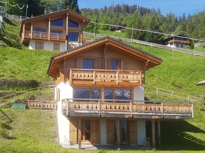 Chalet Sapin Argente - with 5 bedrooms, ski-in and ski-out, right in the resort centre