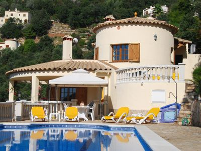 Photo for Comfortable, detached villa with magnificent view and private swimming pool in Calonge