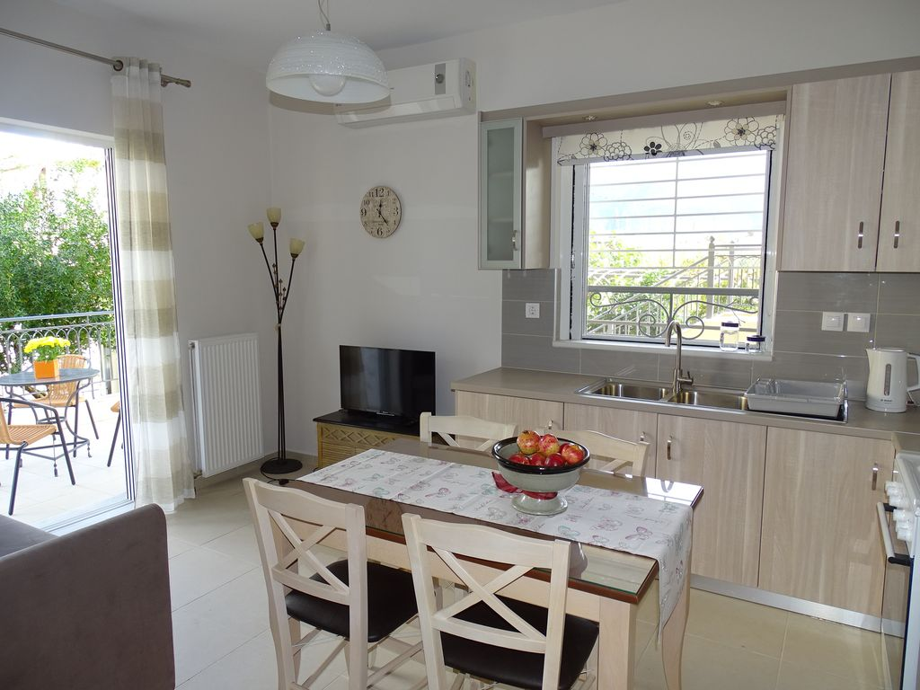 New Cosy Apartment With Private Garden 3 To The Sea And 5 City Centre Kalamata