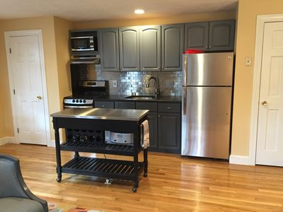Fully equipped kitchen with new appliances (including icemaker)