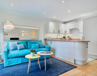 Photo for STYLISH FLAT CLOSE TO RIVER THAMES | ROTHERHITHE | CANADA WATER