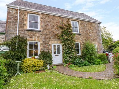 Photo for CASTLE SCHOOL HOUSE, pet friendly in Kidwelly, Ref 973874