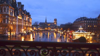 View on the Paris 's city hall place at night