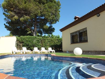 Photo for Spacious 4 bedroom villa, only 15mins walk to beach, private pool, air-con&WIFI