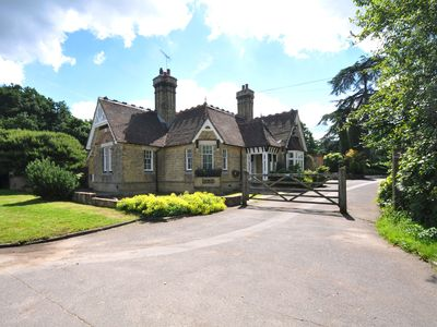 Photo for Historic Lodge near to English Heritage attractions and only 50 mins from London