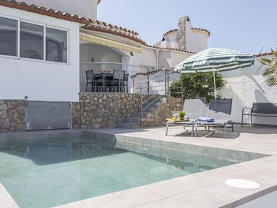 Photo for Beautiful apartment for 6 guests with WIFI, A/C, private pool, TV and parking