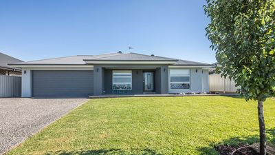 Photo for Macquarie View - Brand New Contemporary Home.
