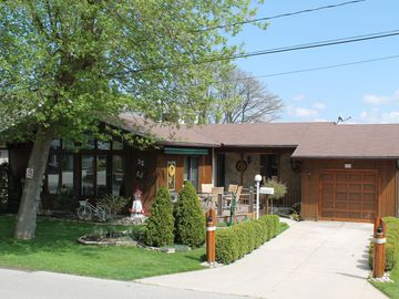 Beautiful three bedroom rental in the heart of Grand Bend Village!!!