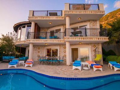 Photo for Luxury 5 bed villa, Prime location with 2nd private pool in Master bedroom