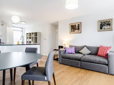 Photo for Bright 2 bed flat in Marylebone