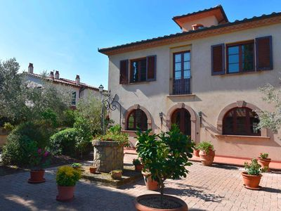 Photo for Romantic Tuscan villa with comfort, 3 double rooms, air conditioning, wifi, pool, sea, flush