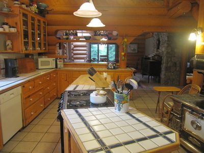 Very well equipped kitchen that is great for any cuisine.