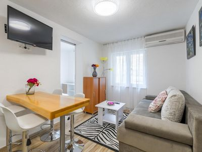 Photo for Two bedroom apartment with air-conditioning Baška Voda (Makarska)