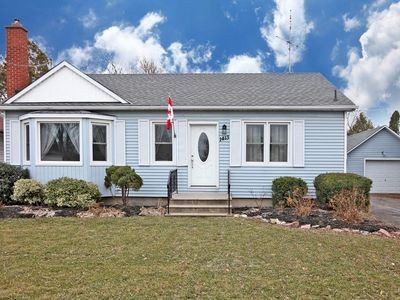 Photo for Niagara On The Lake Bungalow Waterfalls Wireless Internet Garden Barbecue Cable TV