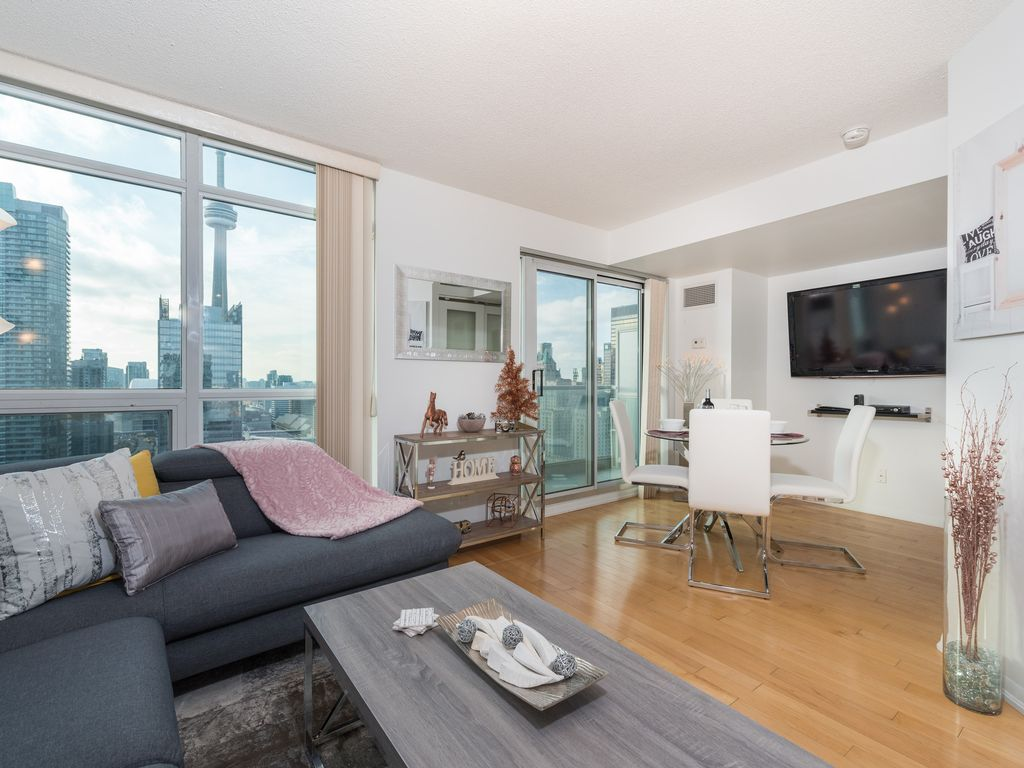 Luxury 2 Bd Suite In Heart Of Downtown Toronto Vrbo