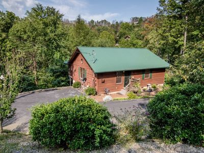 Photo for FOX RETREAT is a beautiful cabin only 5 minutes from downtown Gatlinburg