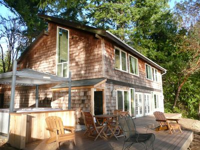 Pirates Cove Beach House, hot tub, deck, 3 king beds, 2 baths, 11  private acres