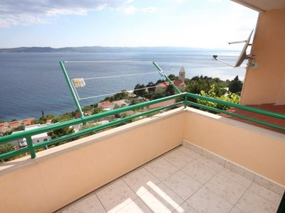 Photo for One bedroom apartment with terrace and sea view Brela, Makarska (A-6884-a)
