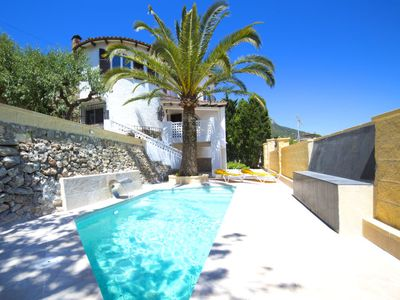 Photo for 4 bedroom Villa, sleeps 7 in Calpe with Pool, Air Con and WiFi
