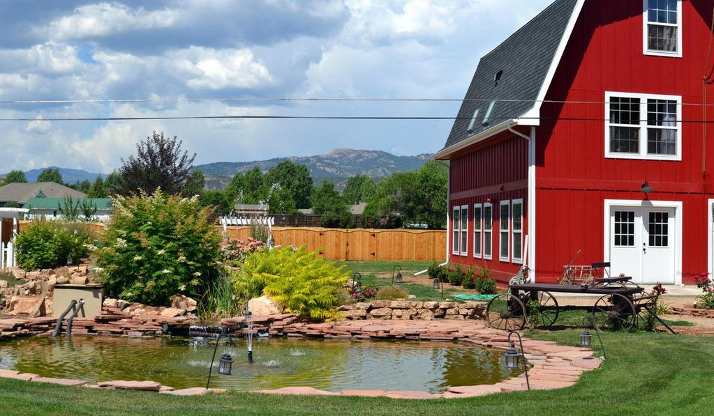 Unique modern fort collins barn w private homeaway for Cabin rentals near fort collins colorado
