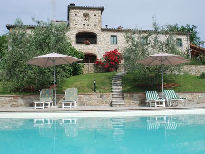 Photo for Charming Tuscan villa with private pool, wide garden and breathtaking view